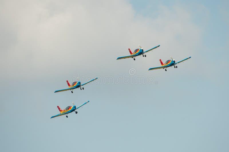 POLARISATION internationale de salon de l'aéronautique de Bucarest, faucons d'équipe acrobatique aérienne de la Roumanie photo libre de droits