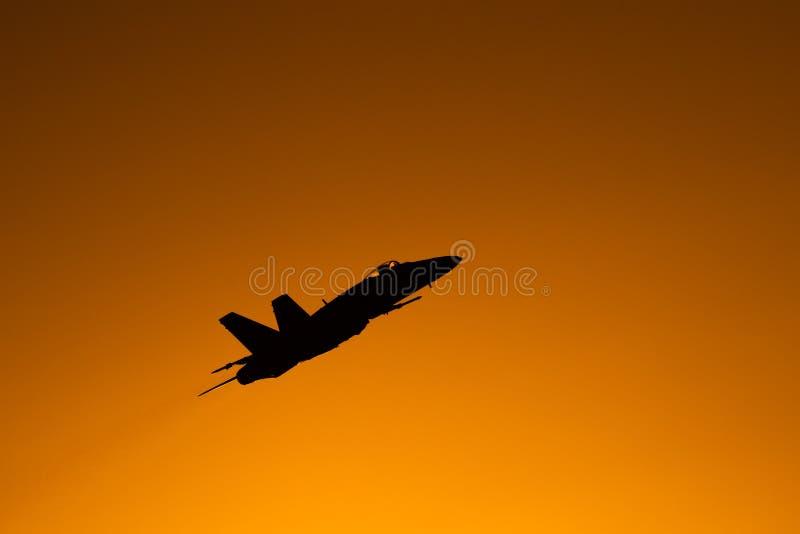 POLARISATION internationale de salon de l'aéronautique de Bucarest, silhouette du frelon F18 images stock