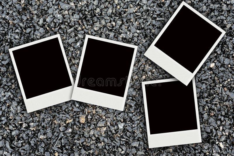 Polaroid auf Asphaltbeschaffenheitshintergrund lizenzfreie stockfotografie