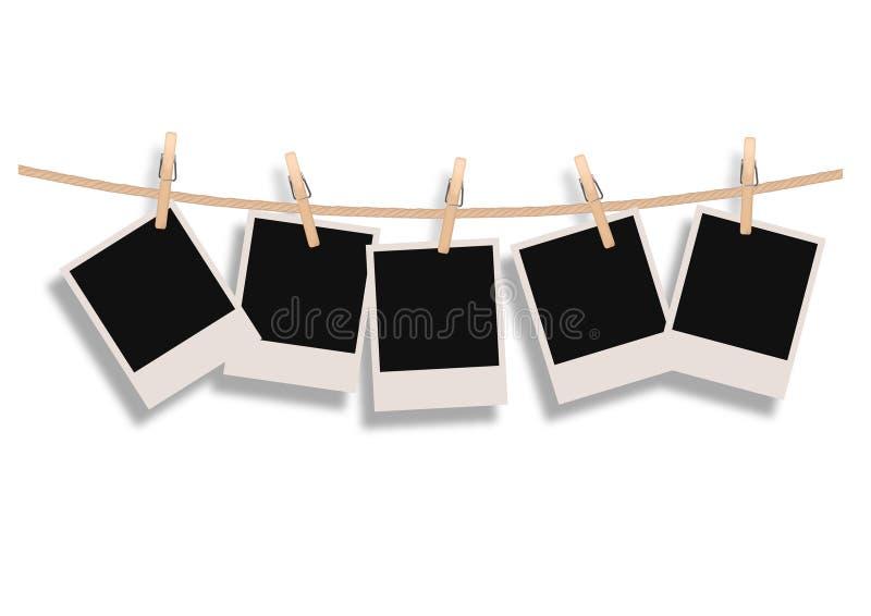 Polaroide, die an einem Seil hängen lizenzfreie abbildung