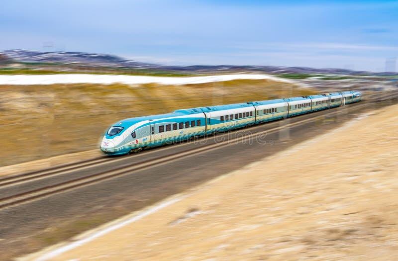 Polatli, Ankara Turcja, Styczeń, - 12 2019: Wysoki prędkość pociąg TCDD na sposobie iść Istanbuł od Ankara obrazy royalty free