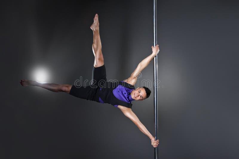 Pole dansman över svart bakgrund med exponeringar royaltyfria bilder