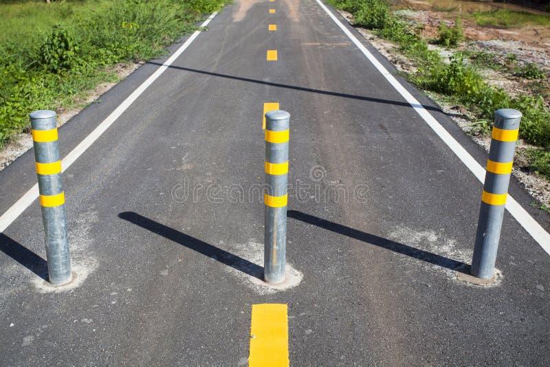 Pole för bil- och cykelbarriärer arkivfoto