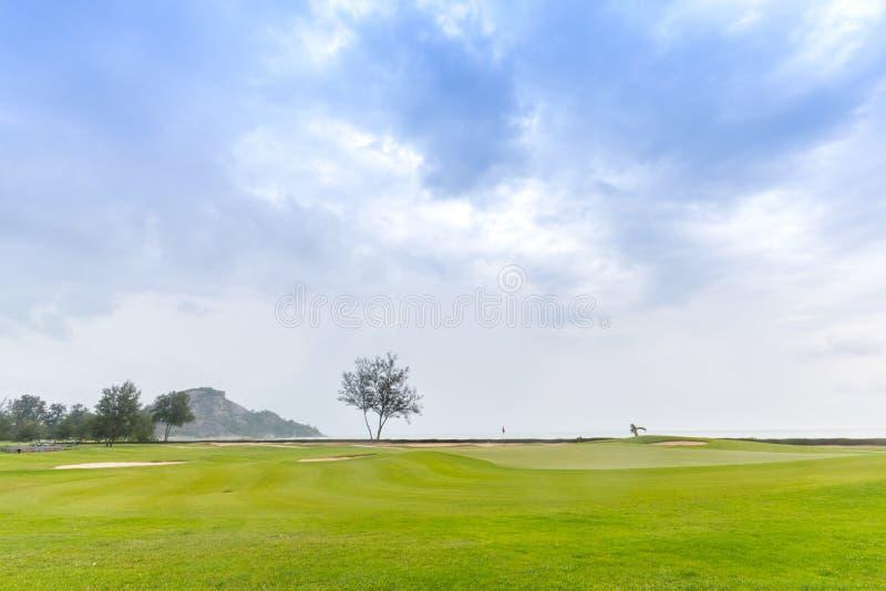 Pole golfowe w wyspy plaży zdjęcia royalty free