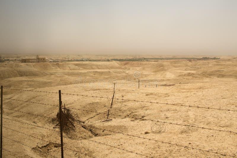 Pole minowe w pustyni między Zachodnim bankiem Izrael i Jord zdjęcie royalty free