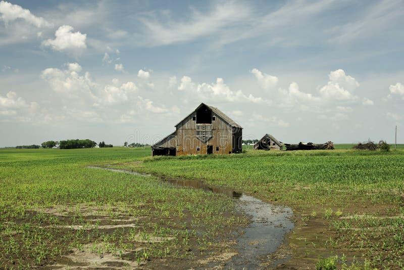 pole odosobnione stodole stary otwarte posiedzenie obrazy royalty free