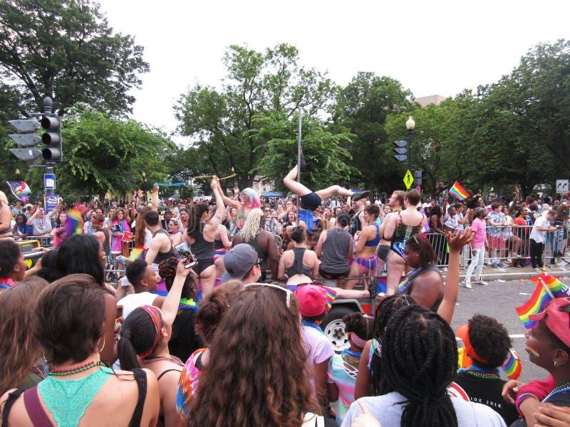 Pole-Tänzer bei Haupt-Pride Parade im Washington DC lizenzfreie stockfotografie