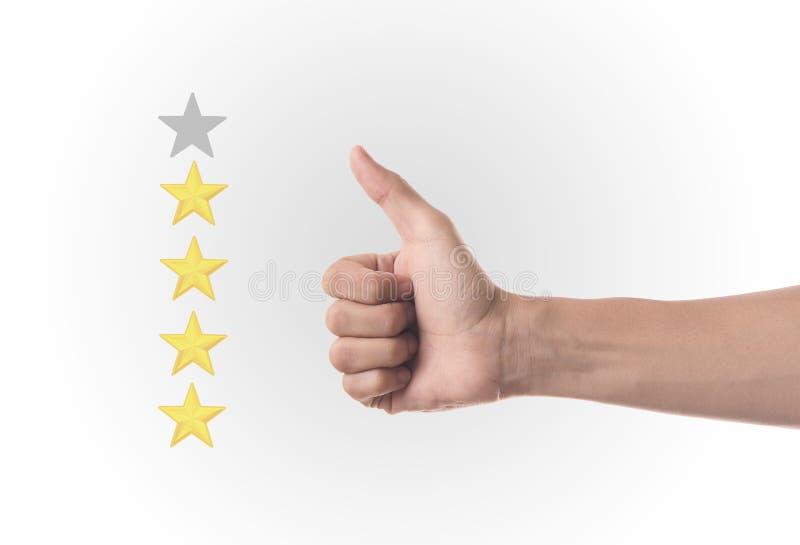 Polegar da mão do negócio acima com o marcador amarelo em uma avaliação de cinco estrelas imagens de stock royalty free