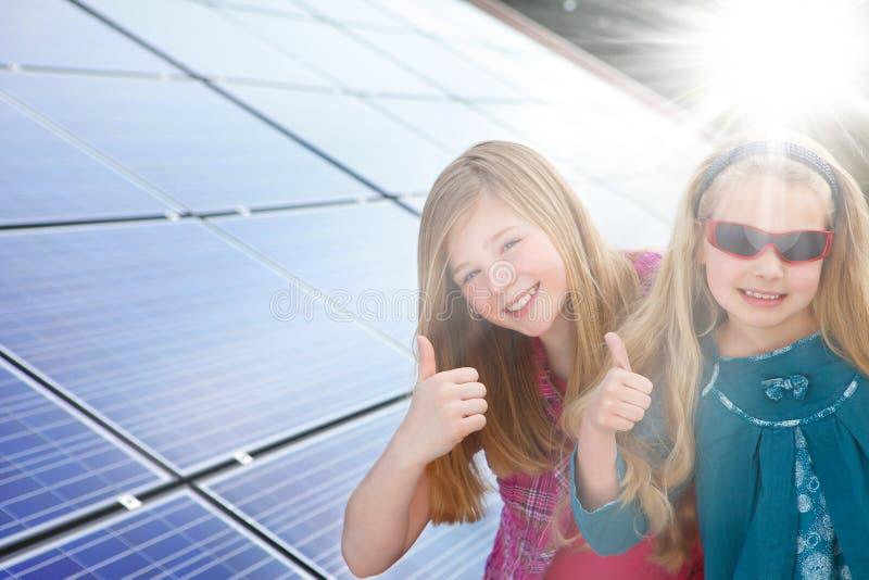 Polegares acima para a potência solar imagens de stock