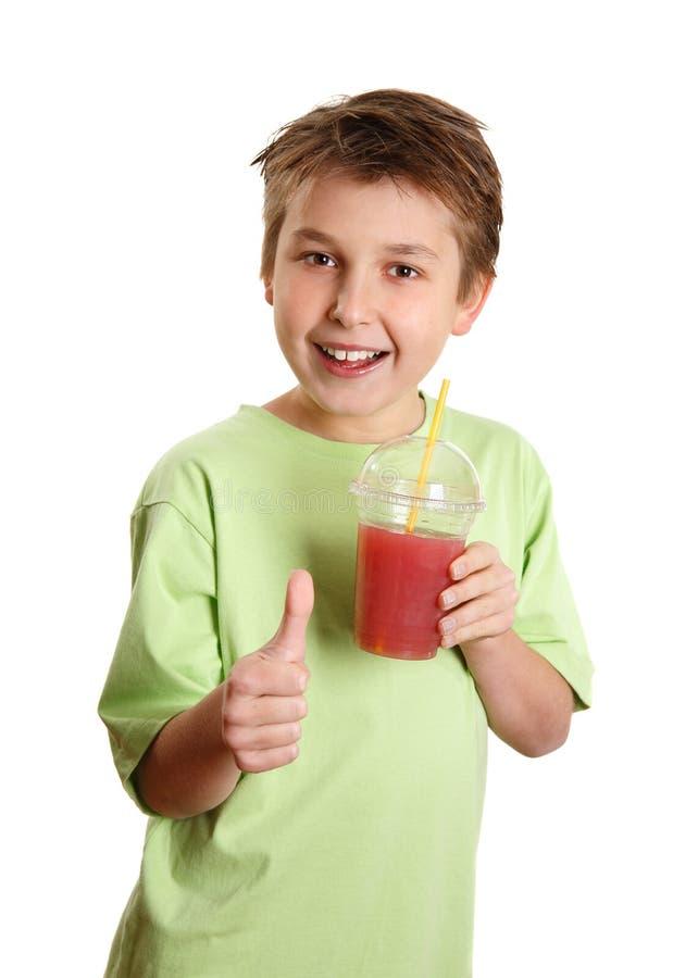 Polegares bebendo do suco do menino saudável acima imagem de stock