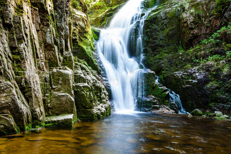 polen Der Nationalpark Karkonosze (Biosphärenreserve) - Kamienczyk-Wasserfall lizenzfreies stockfoto