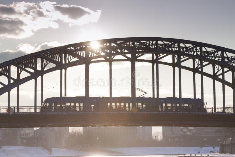 Polen Krakow, mest PiÅ 'sudskiego, spårvagnbortgång fotografering för bildbyråer