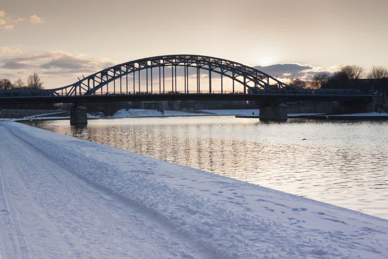 Polen Krakow, mest PiÅ 'sudskiego, vinter fotografering för bildbyråer
