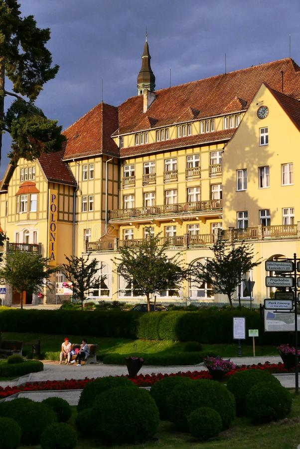 Polen, Kudowa Zdroj - 18. Juni 2018: Ansicht des Erholungsortes Polonia bei Sonnenuntergang stockfoto