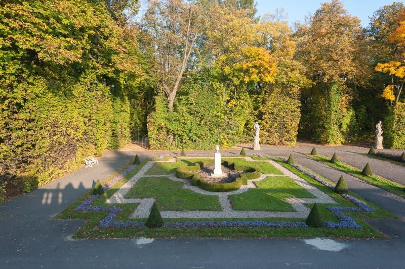 Polen Oktober 2014 för Wilanow slottWarszawa slott med trädgårds- yttre sikt omkring arkivbilder