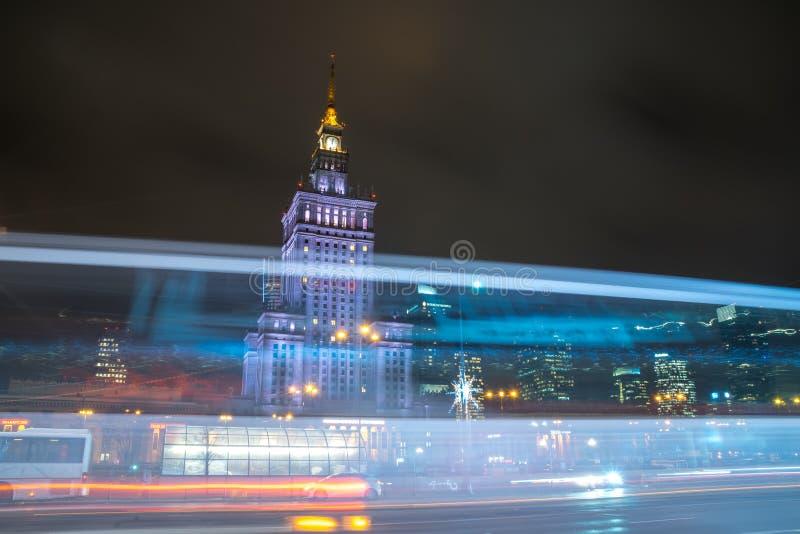 Polen, Warshau - 02 01 2019: Het Paleis van Cultuur en Wetenschap in Warshau, Polen bij nacht stock afbeeldingen