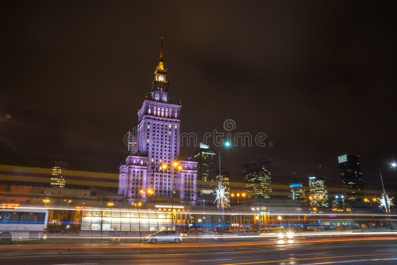 Polen, Warshau - 02 01 2019: Het Paleis van Cultuur en Wetenschap in Warshau, Polen bij nacht royalty-vrije stock foto's