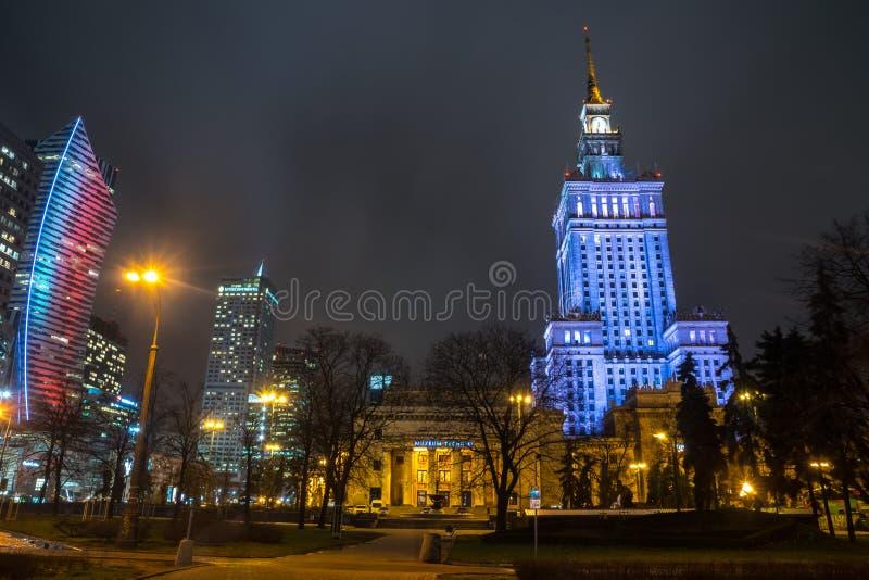 Polen, Warshau - 02 01 2019: Het Paleis van Cultuur en Wetenschap in Warshau, Polen bij nacht stock fotografie