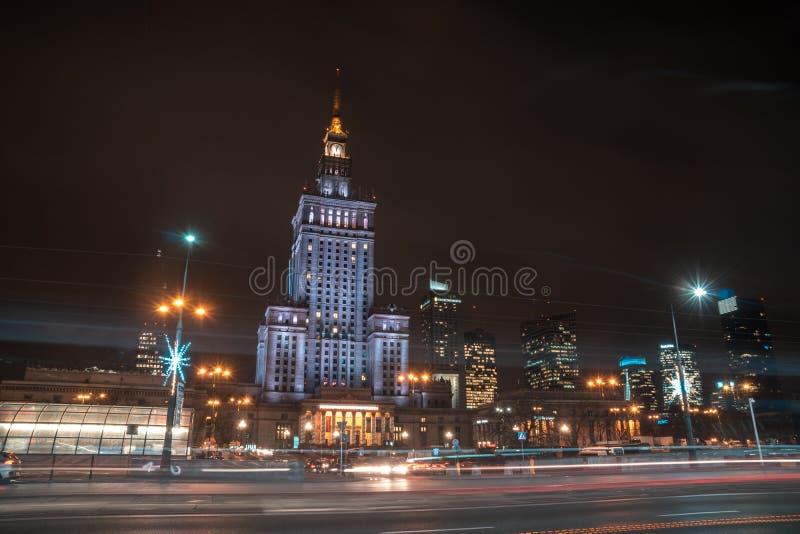 Polen, Warshau - 02 01 2019: Het Paleis van Cultuur en Wetenschap in Warshau, Polen bij nacht stock foto