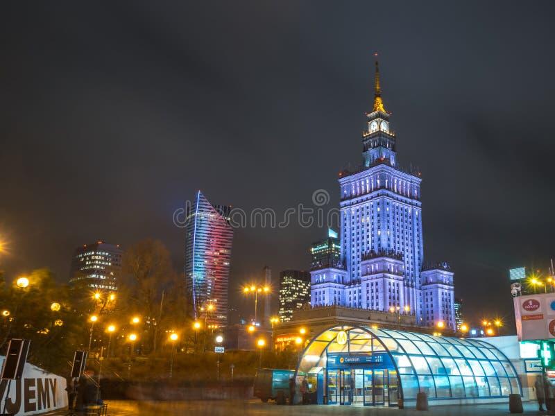 Polen, Warshau - 02 01 2019: Het Paleis van Cultuur en Wetenschap in Warshau, Polen bij nacht royalty-vrije stock afbeelding