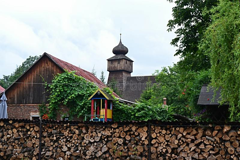 Polen, Wisla Mala, catolic tempel, houten kerk, toerisme, aalmoezenier, godsdienst royalty-vrije stock afbeelding