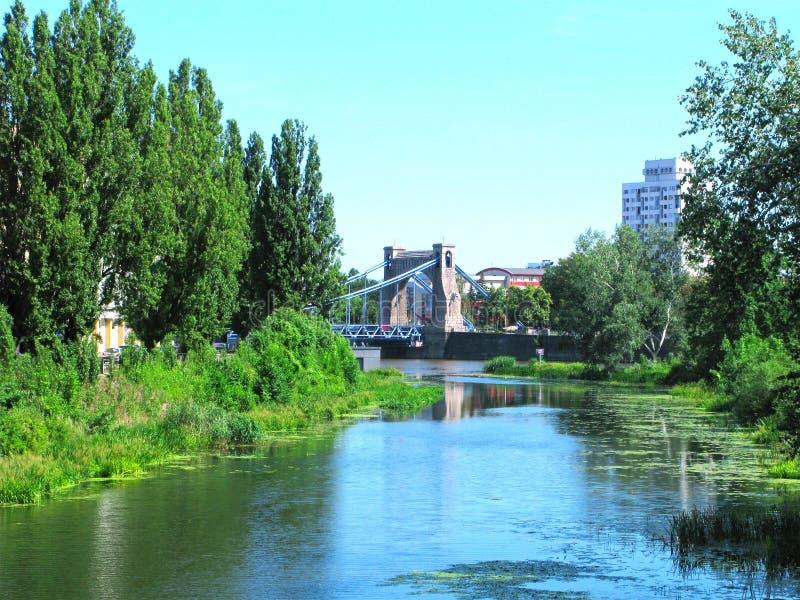 Polen, Wroclaw, brug van Grunwaldzki, samenvloeiing van de rivieren Oder en Olawa stock fotografie