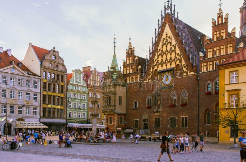 Polen, Wroclaw 2017 07 30 Het oude Stadhuis in het vierkant van Wroclaw en van de Markt, Wroclaw is de grootste stad in westelijk stock foto's