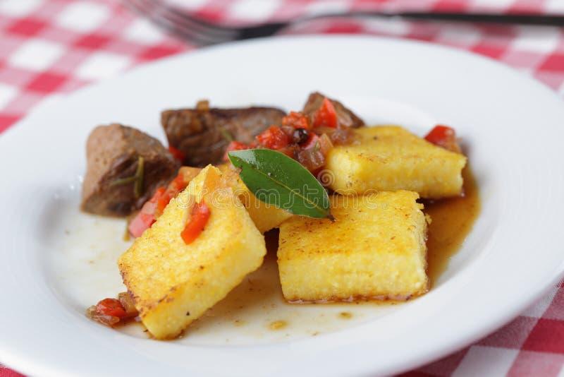 Polenta με το κρέας στοκ φωτογραφία