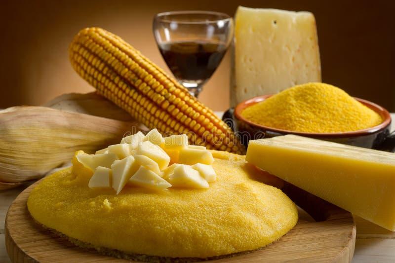 Polenta en kaas stock afbeelding