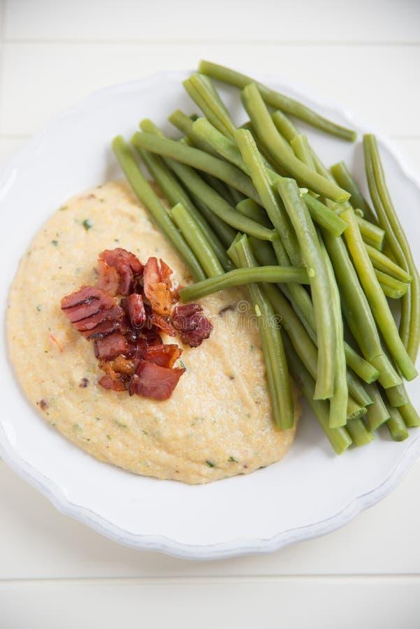Polenta med bacon royaltyfri fotografi