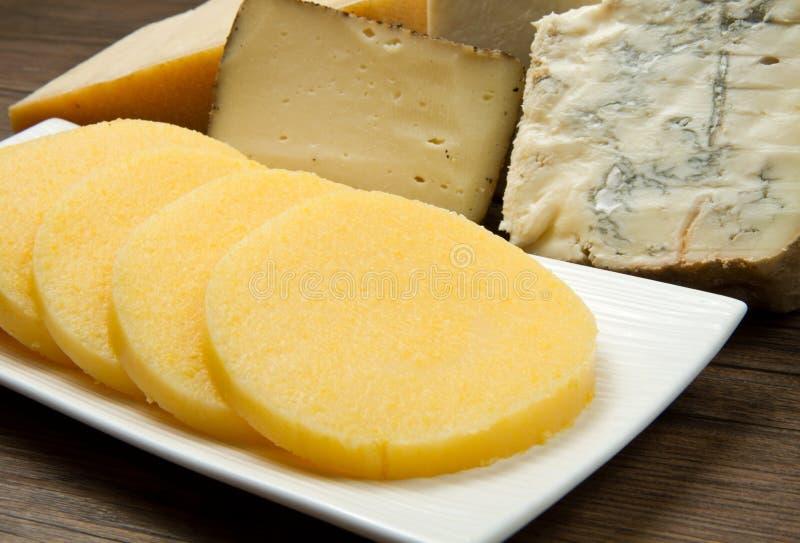 Polenta met kaas stock afbeeldingen