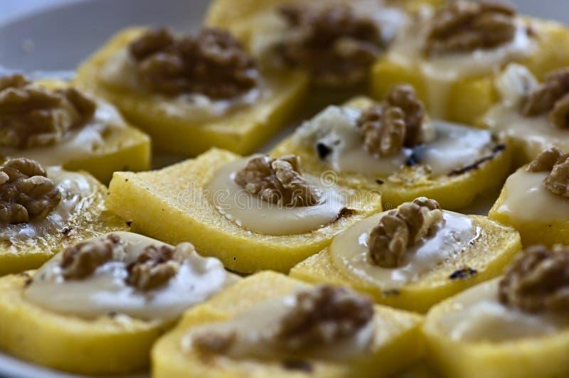 Polenta, nozes, aperitivos do queijo do Mozzarella imagens de stock royalty free