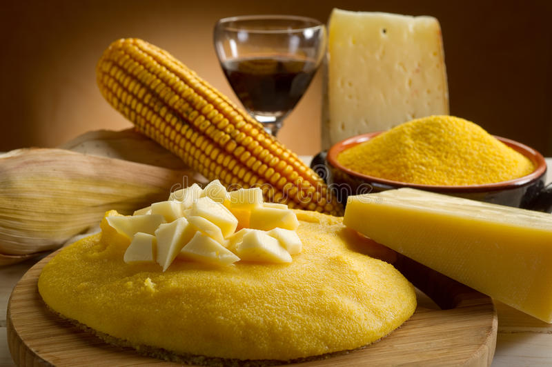 Polenta und Käse stockbild