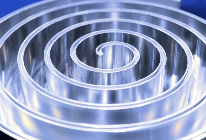 Polerad metallspiral grunt djupfält royaltyfria foton