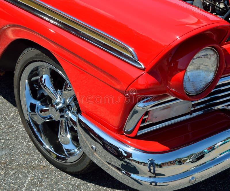 Polerad röd bil arkivbild