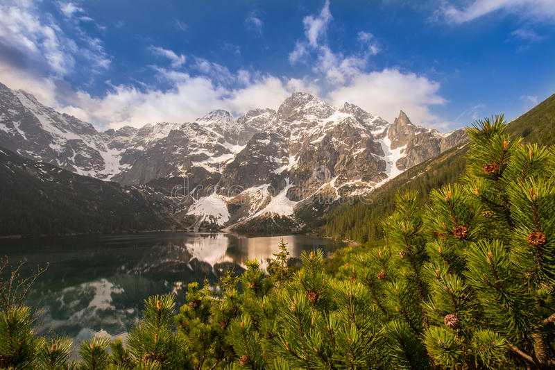 Polerad Tatra bergMorskie Oko lake royaltyfria foton