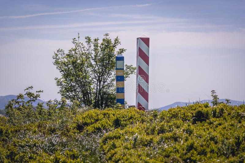 Polermedel-Ukraina gräns i Bieszczady royaltyfria foton