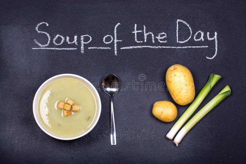 Download Polewka dzień obraz stock. Obraz złożonej z kreda, jedzenie - 33433597