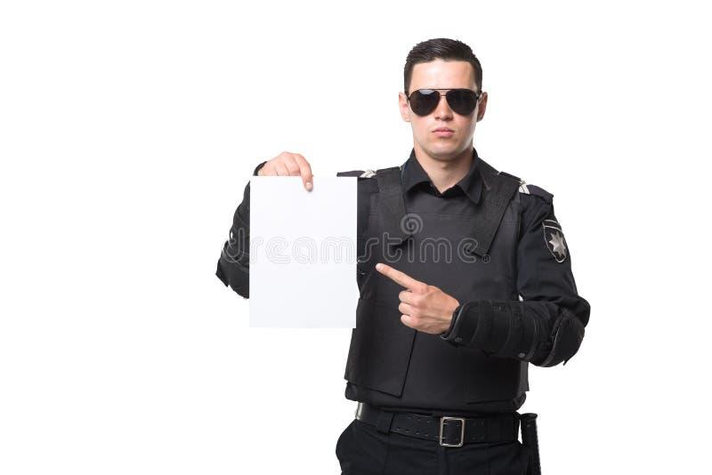 Poli en los puntos de las gafas de sol para vaciar el trozo de papel imagenes de archivo