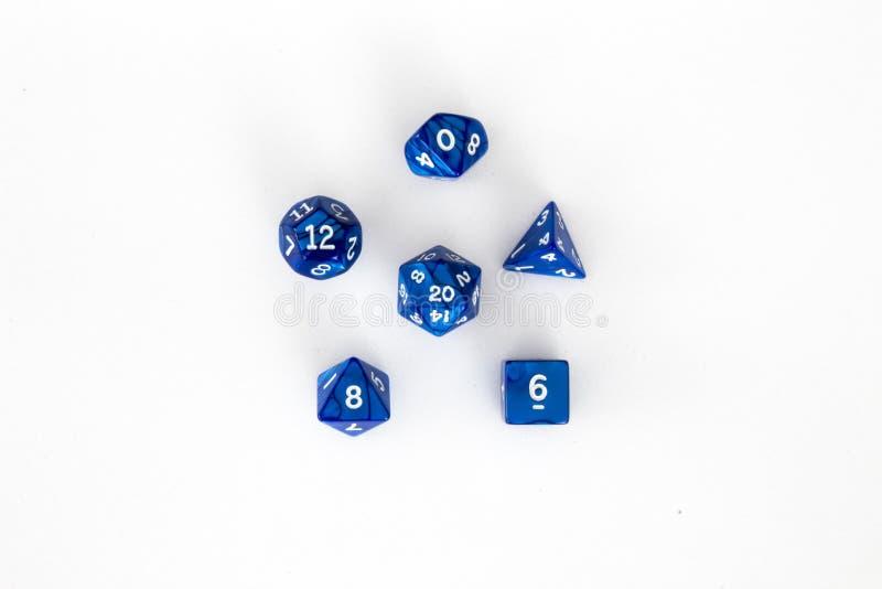 Poli- kostki do gry ustawiają błękit i biel obraz royalty free