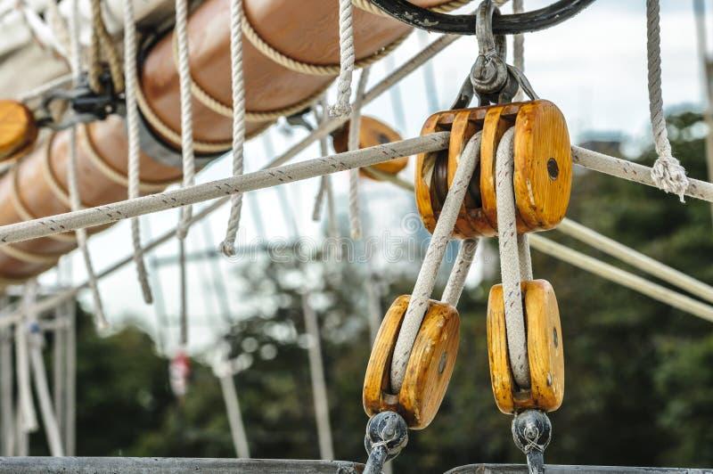 Polia alta da vela do navio fotografia de stock