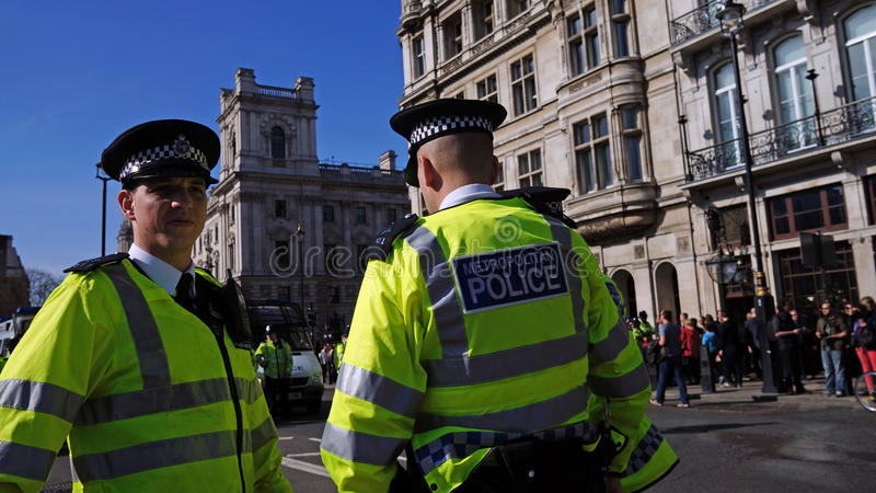 Policía antidisturbios en Londres, Reino Unido foto de archivo