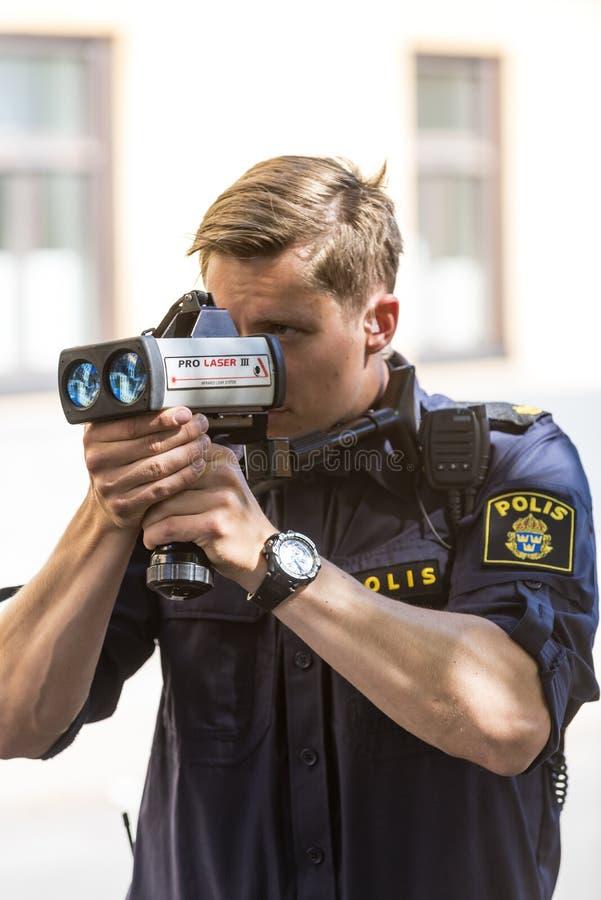 Policía con el laser de la aplicación de la velocidad fotos de archivo