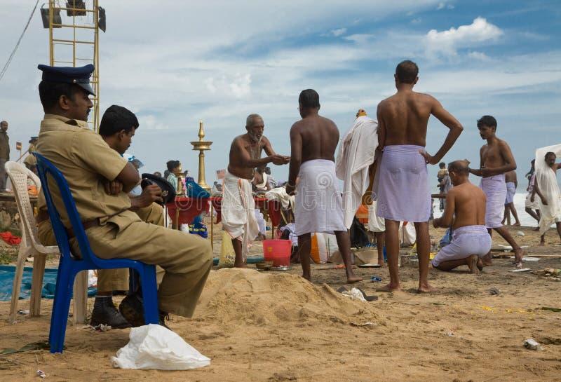 Policía india en un festival hindú imagen de archivo