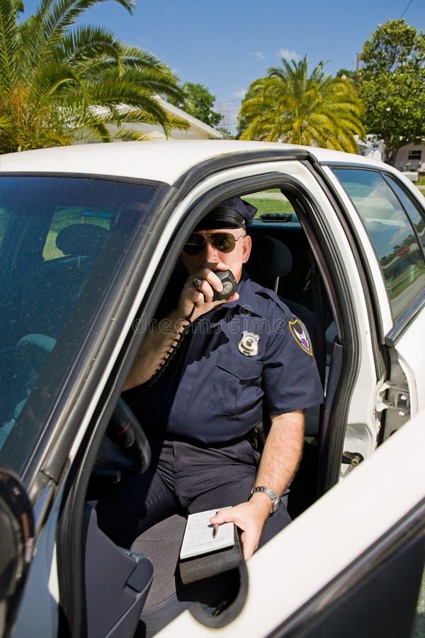 Policía - Llamando En Etiqueta Foto de archivo libre de regalías