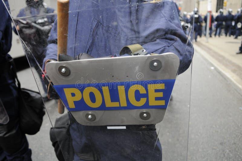 Policía que consigue lista. imagenes de archivo