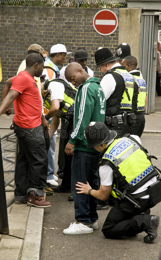 Download Police Carrying Out A Stop And Search Operation. Editorial Stock Image - Image: 11904919