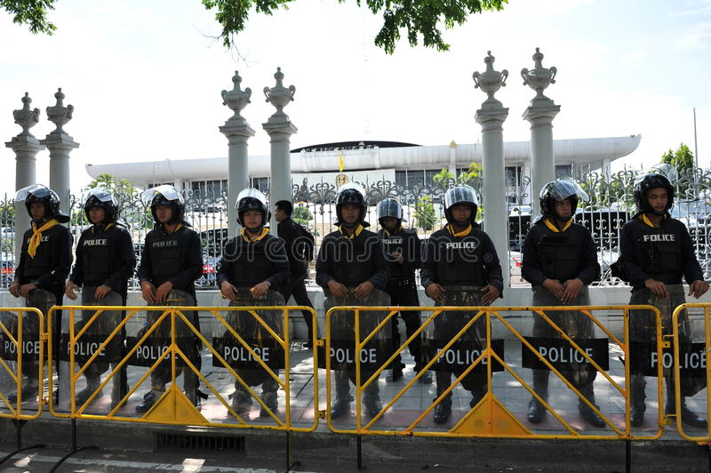 Police Commandos Stand Guard at Thai Parliament. Police commandos stand guard outside the Thai Parliament after the government invokes the Internal Security Act stock images