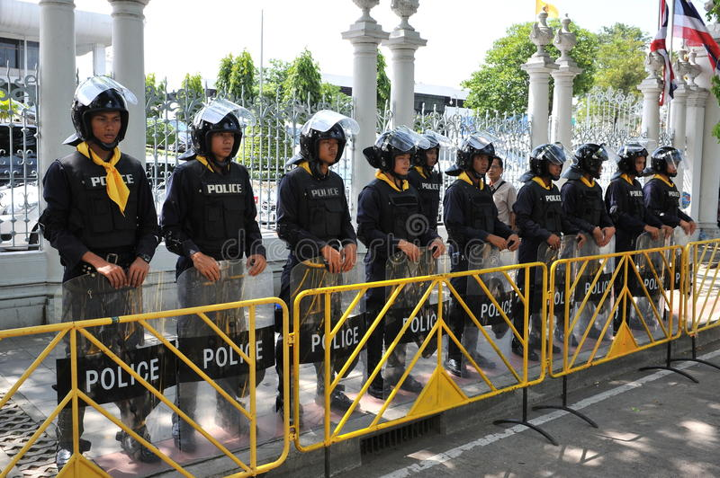Download Police Commandos Stand Guard At Thai Parliament Editorial Image - Image: 32662830