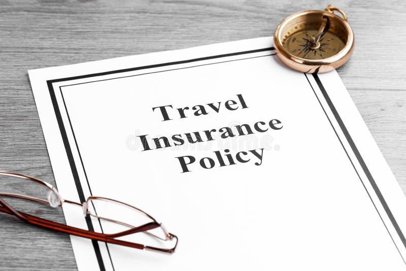 Police d'assurances de voyage sur le Tableau Concept d'affaires photo stock